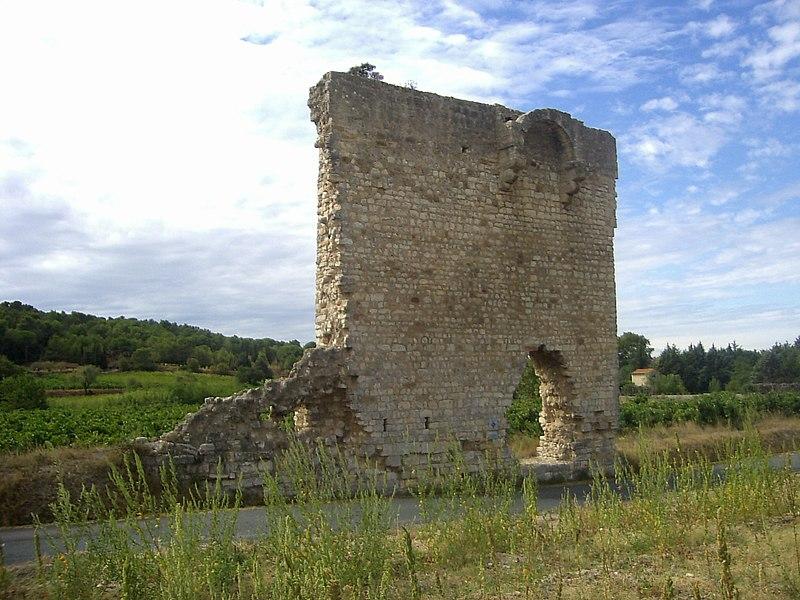 Photo du Monument Historique Vestiges de l'église Saint-Pierre situé à Armissan