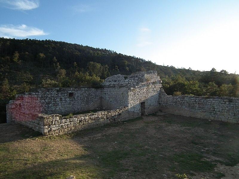 Photo du Monument Historique Restes du château de Miramont situé à Barbaira