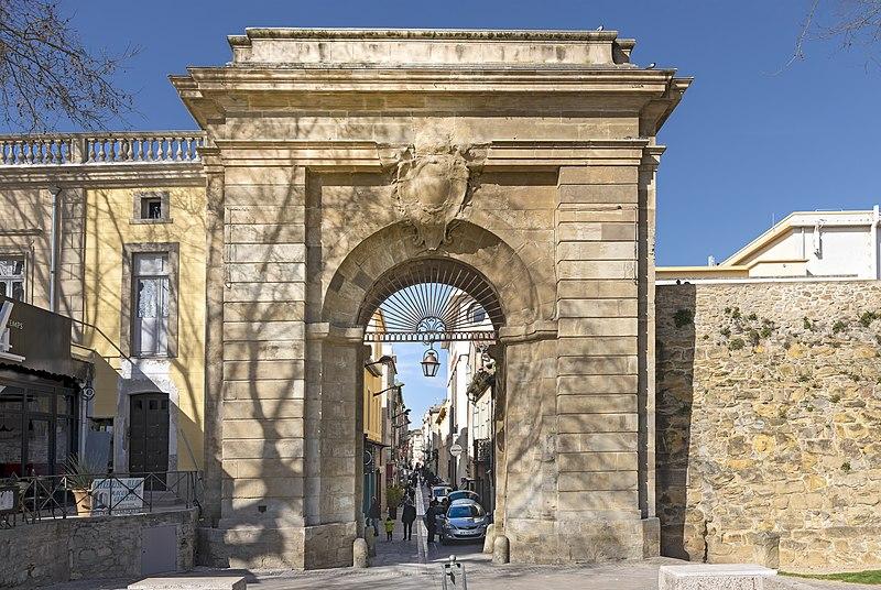 Photo du Monument Historique Portail des Jacobins situé à Carcassonne