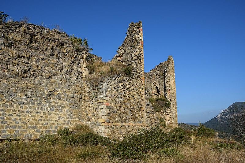 Photo du Monument Historique Ruines du château situé à Coustaussa