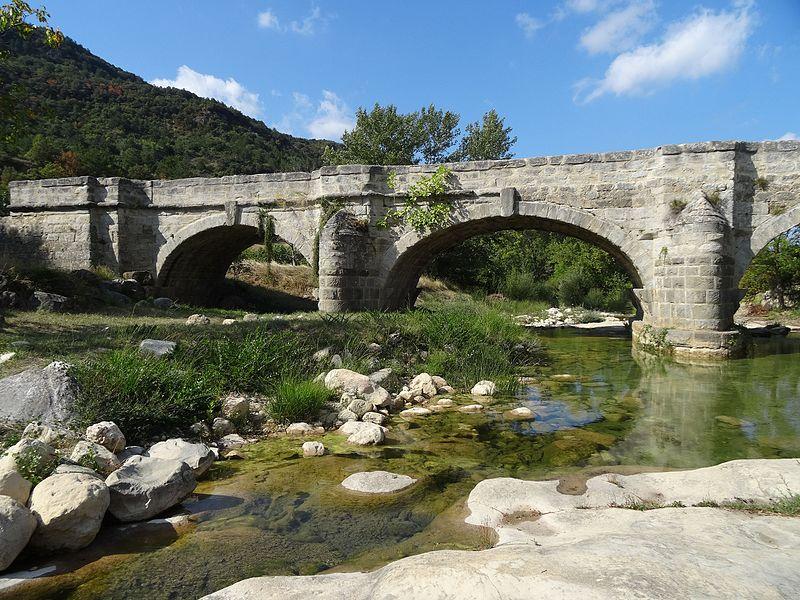Photo du Monument Historique Pont sur le Lauquet situé à Greffeil