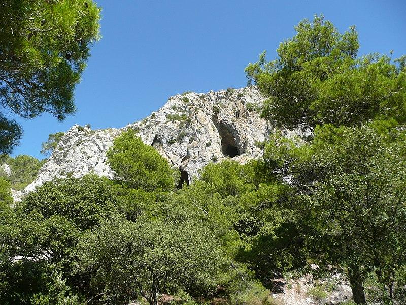 Photo du Monument Historique Grotte d'habitation et abri sous roche de la Crouzade situé à Gruissan