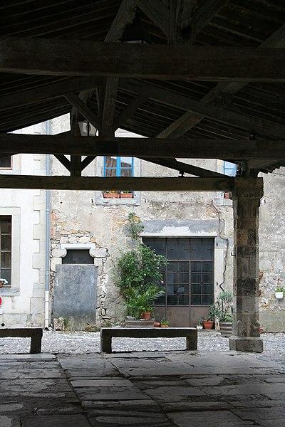 Photo du Monument Historique Halle situé à Lagrasse