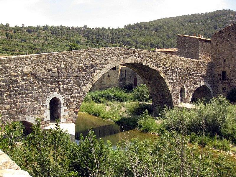 Photo du Monument Historique Pont faisant communiquer le village de Lagrasse et le quartier de l'Abbaye situé à Lagrasse