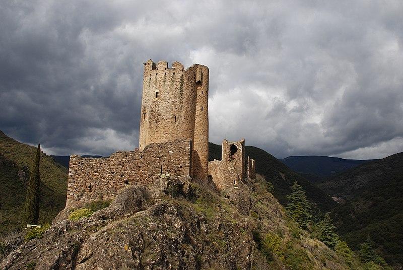 Photo du Monument Historique Ruines des quatre châteaux situé à Lastours
