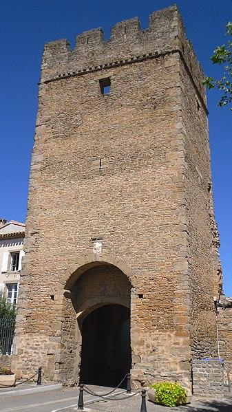 Photo du Monument Historique Tour du Portail-Neuf situé à Laure-Minervois