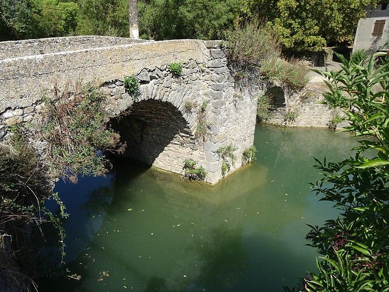 Photo du Monument Historique Pont sur la Lauquette situé à Mas-des-Cours