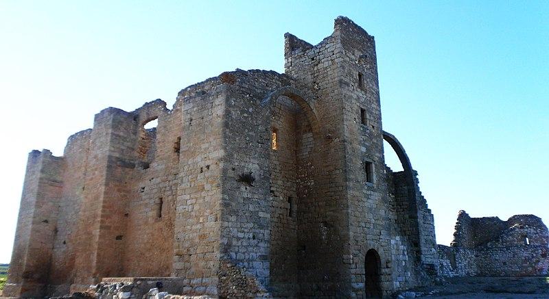 Photo du Monument Historique Ruines de l'ancienne grange cistercienne de Fontcalvy situé à Ouveillan