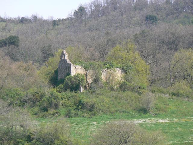 Photo du Monument Historique Restes de l'église Saint-Julien et Sainte-Basilisse de l'Espinoux situé à Plavilla