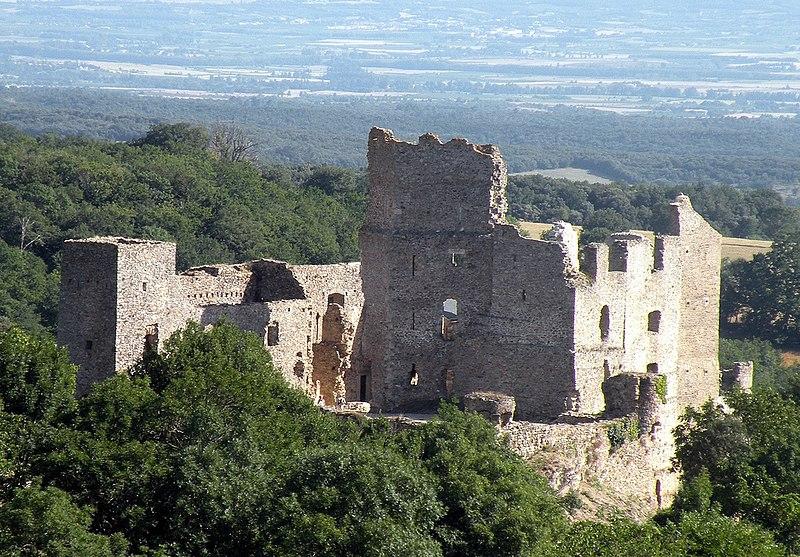Photo du Monument Historique Ruines du château situé à Saissac