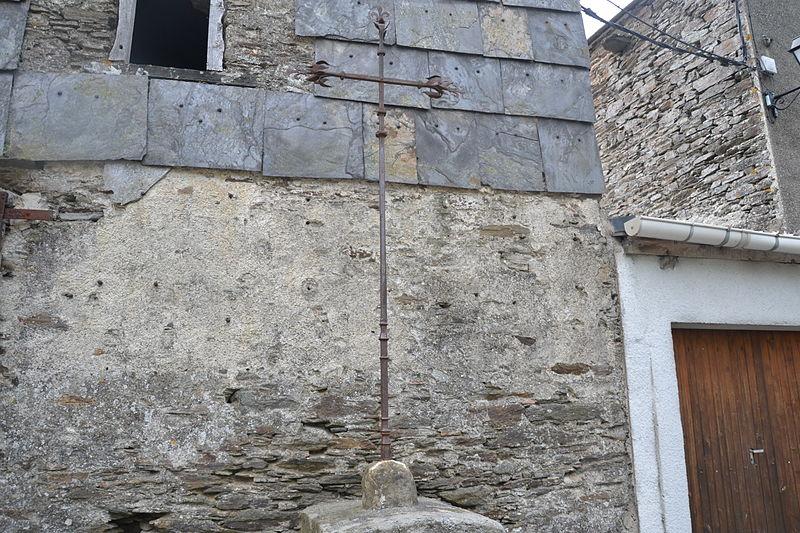 Photo du Monument Historique Croix en fer forgé sur la place situé à La Tourette-Cabardès