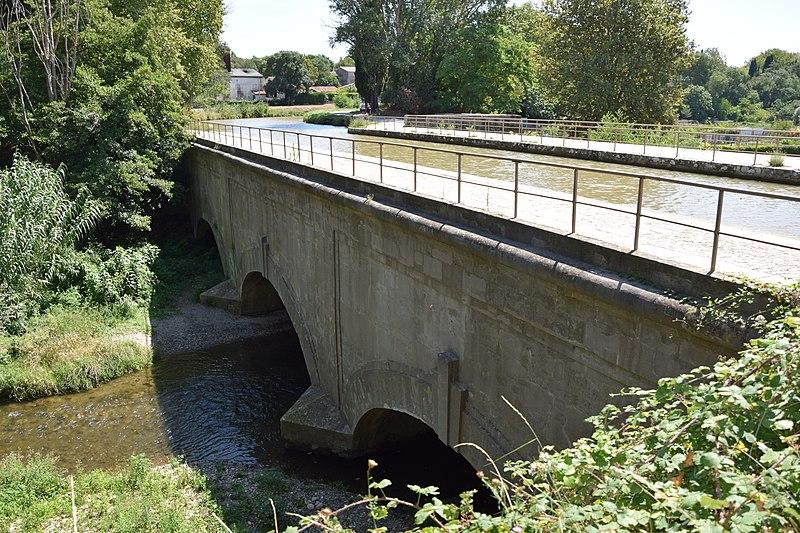 Photo du Monument Historique Pont-aqueduc de l'Orbiel situé à Trèbes