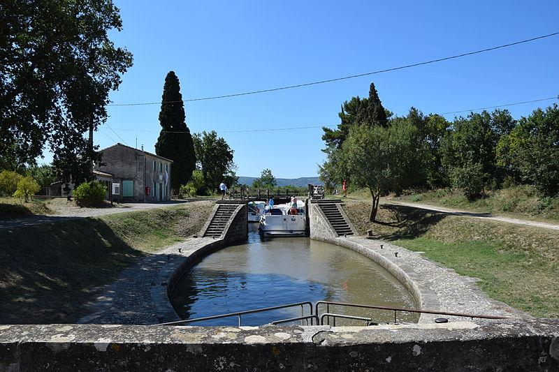 Photo du Monument Historique Canal du Midi situé à Blomac