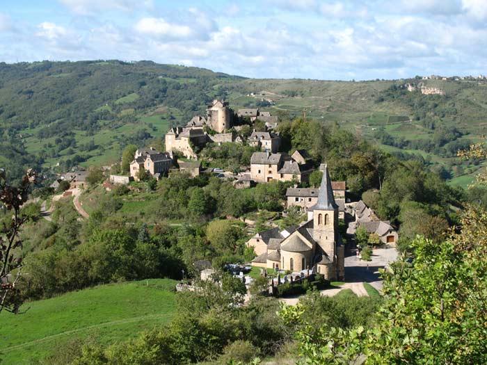 Photo du Monument Historique Vestiges du château de Panat et ruines de l'église situé à Clairvaux-d'Aveyron