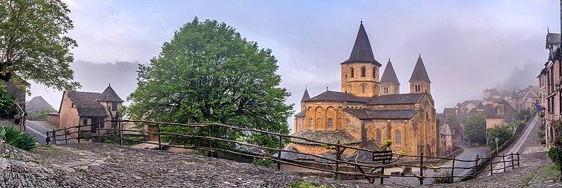 Photo du Monument Historique Ancienne abbaye Sainte-Foy situé à Conques
