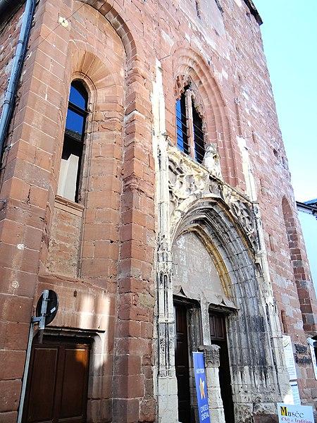Photo du Monument Historique Ancienne église Saint-Jean-Baptiste, actuellement musée Joseph Vaylet situé à Espalion