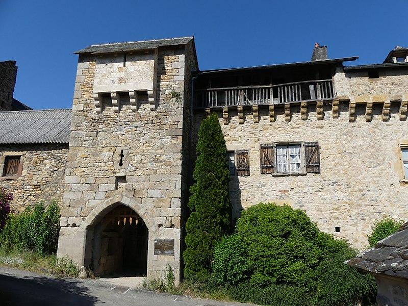 Photo du Monument Historique Enceinte fortifiée du village de Flaujac situé à Espalion