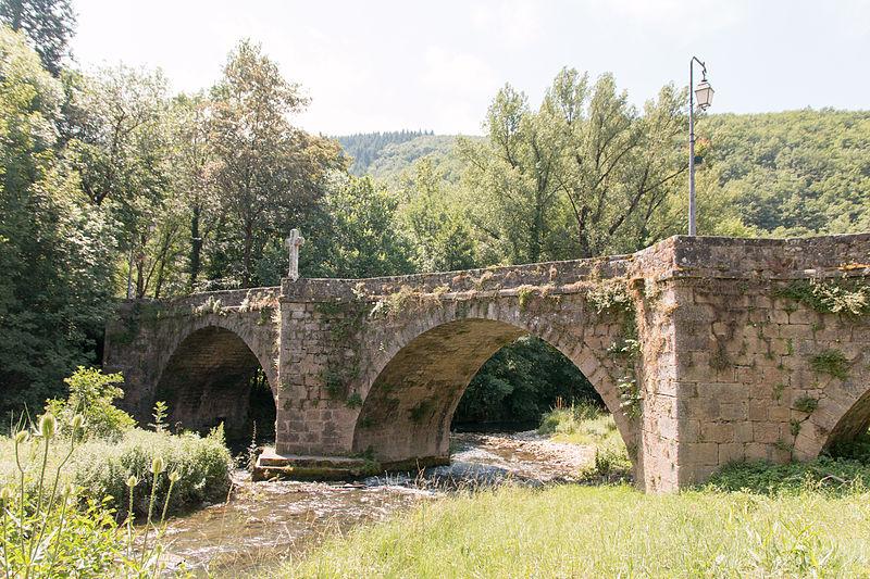 Photo du Monument Historique Vieux pont de Saint-Maurice-de-Sorgues situé à Fondamente