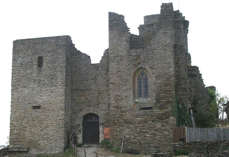 Photo du Monument Historique Ruines du château de Vallon situé à Lacroix-Barrez