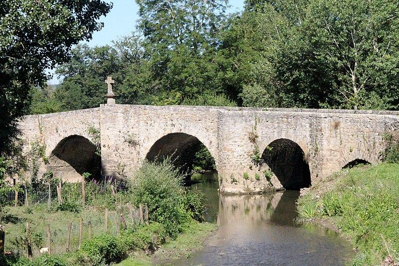 Photo du Monument Historique Pont sur l'Aveyron situé à Montrozier