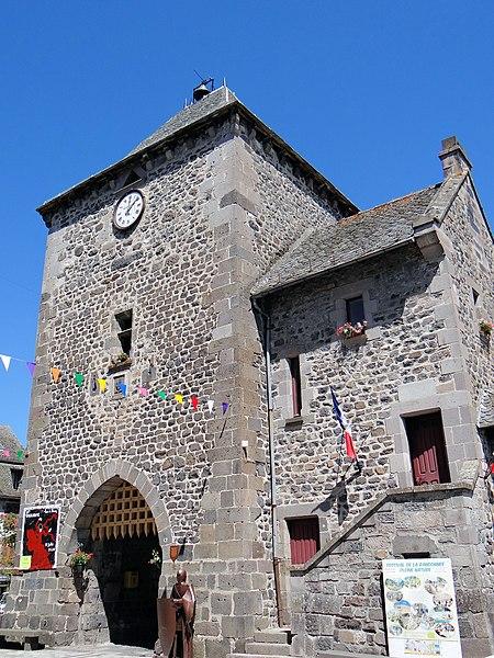 Photo du Monument Historique Vieille tour servant de porte de ville situé à Mur-de-Barrez