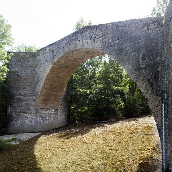 Photo du Monument Historique Pont sur la Dourbie situé à Nant