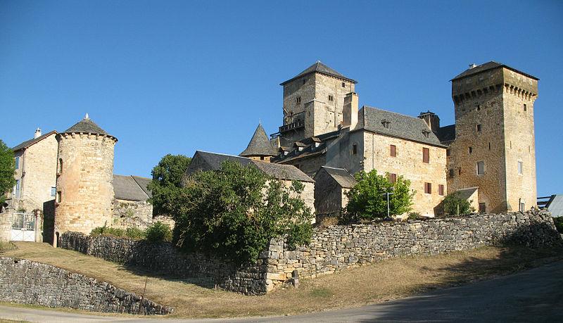 Photo du Monument Historique Ancienne grange monastique, dite château de Galinières, et ses annexes situé à Pierrefiche