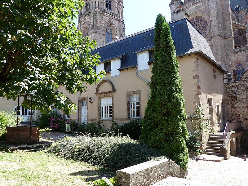 Photo du Monument Historique Presbytère de la cathédrale situé à Rodez