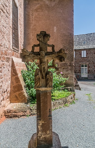 Photo du Monument Historique Croix de cimetière à double face, de la fin du 15e siècle situé à Saint-Cyprien-sur-Dourdou