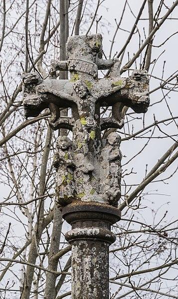 Photo du Monument Historique Croix du 16e siècle situé à Sainte-Geneviève-sur-Argence