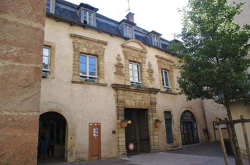 Photo du Monument Historique Ancien couvent des Pénitents situé à Saint-Geniez-d'Olt