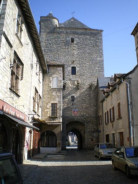 Photo du Monument Historique Porte de ville carrée situé à Villeneuve