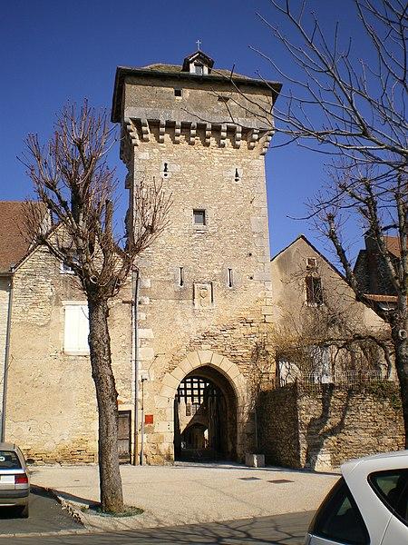 Photo du Monument Historique Porte de ville à machicoulis situé à Villeneuve