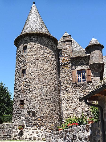 Photo du Monument Historique Château d'Albinhac situé à Brommat