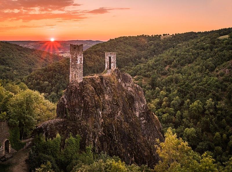 Photo du Monument Historique Château Inférieur situé à Peyrusse-le-Roc