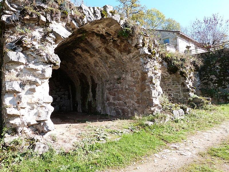 Photo du Monument Historique Marché couvert médiéval situé à Peyrusse-le-Roc
