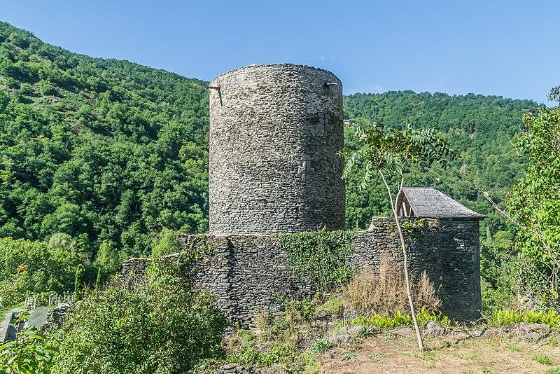 Photo du Monument Historique Château de Montarnal situé à Sénergues