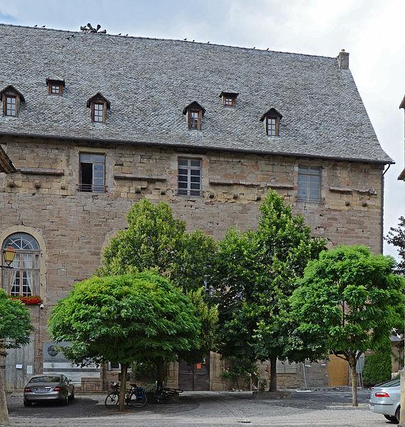 Photo du Monument Historique Ancien château de la famille des Castelnau, actuellement hôtel de ville situé à Saint-Côme-d'Olt
