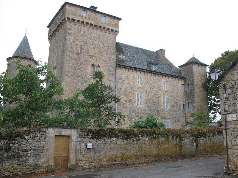 Photo du Monument Historique Château de Recoules situé à Recoules-Prévinquières