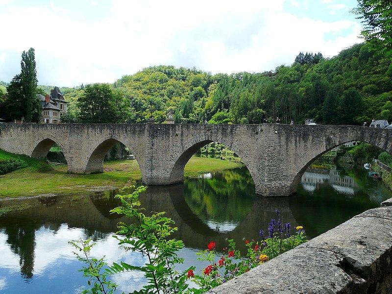 Photo du Monument Historique Pont dit d'Estaing (également sur commune de Sébrazac) situé à Estaing