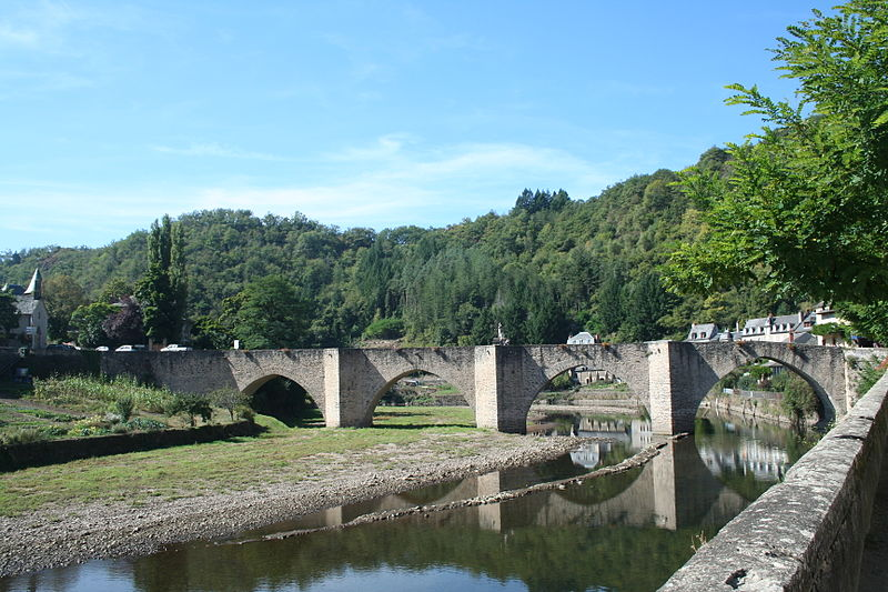 Photo du Monument Historique Pont dit d'Estaing situé à Sébrazac