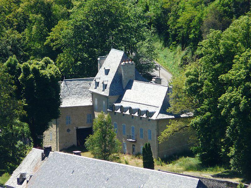 Photo du Monument Historique Domaine du Château d'Oustrac situé à Laguiole