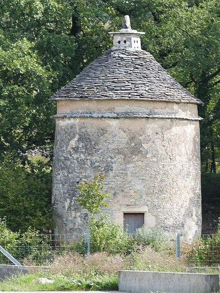 Photo du Monument Historique Pigeonnier du Foirail situé à Villeneuve