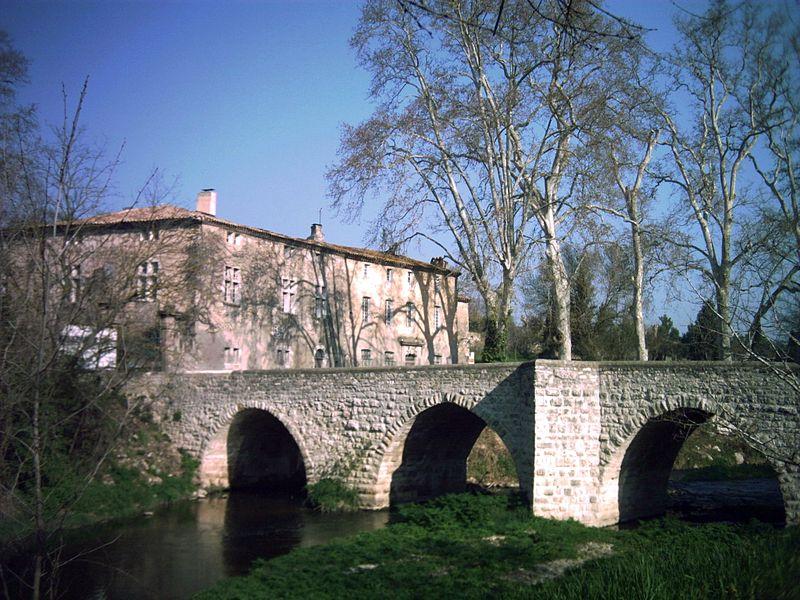 """Photo du Monument Historique Pont franchissant l'Arc dit """"Pont de Saint-Pons"""" situé à Aix-en-Provence"""