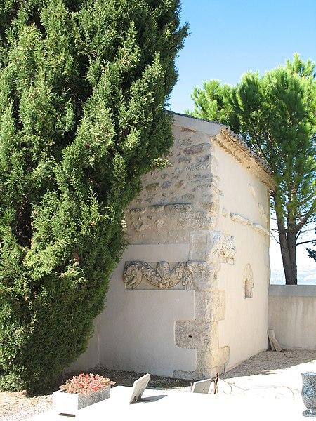 Photo du Monument Historique Fragments antiques de la porte de la ville et de la chapelle du cimetière situé à Alleins
