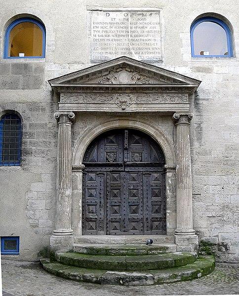 Photo du Monument Historique Chapelle de l'Hôpital situé à Arles