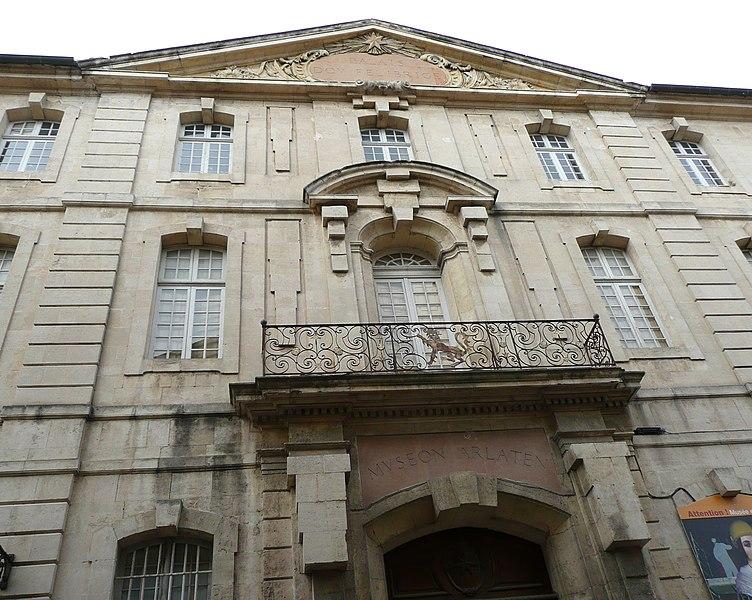 Photo du Monument Historique Ancien collège des Jésuites et ancien hôtel de Laval-Castellane, actuellement musée d'art chrétien et Museon Arlaten situé à Arles