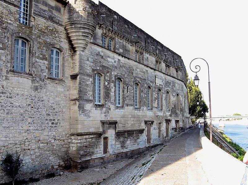 Photo du Monument Historique Ancienne commanderie de Malte, actuellement musée Reattu situé à Arles