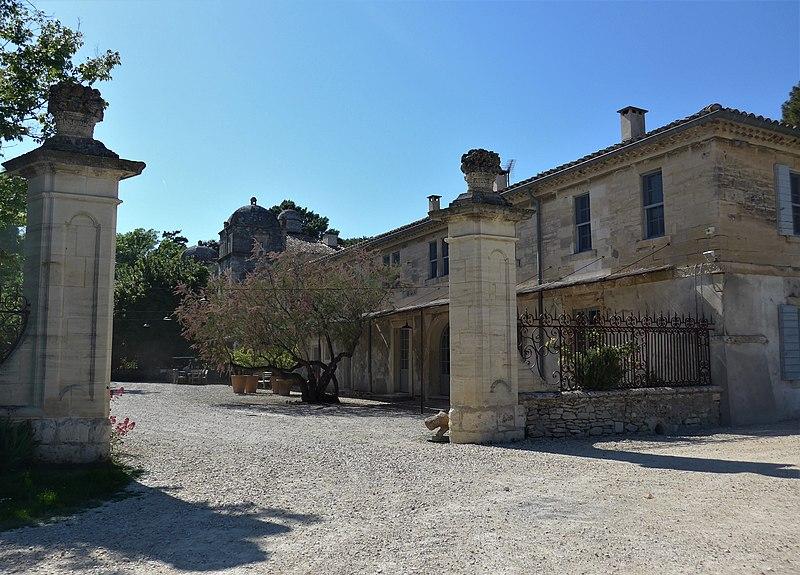 Photo du Monument Historique Domaine de l'Armeillère ou l'Armeillière situé à Arles