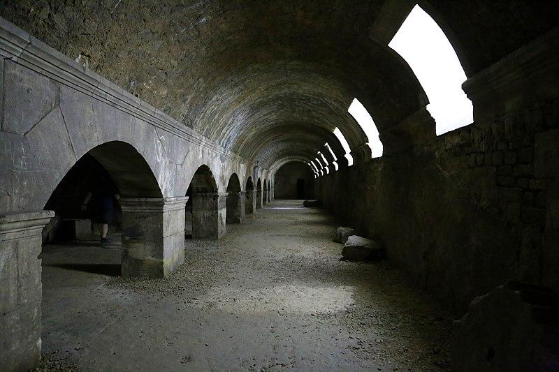Photo du Monument Historique Forum situé à Arles